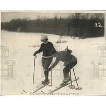 1923 Press Photo Katie Schmidt skater gets ski lesson from Anthony Maurer