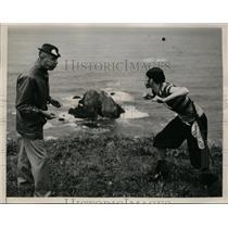 1941 Press Photo Spitting contest at Coos Bay Oregon Chief Skull McNab