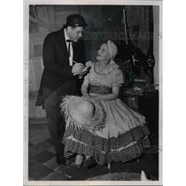 1953 Press Photo Leonard Widner & Mrs Carl Arko appear in play  - nee92764