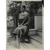 1929 Press Photo Mrs Francis Wilson Sayre picture at her home in Massachusetts