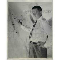 1947 Press Photo Mr. Homer Parker Holding Remnants Of A Clay Pigeon - nee91309