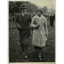 1933 Press Photo Martin Scott & Mrs Robert Powell attend Hunt Racing Meet