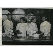 1936 Press Photo Marian Hepburn Katherine Movie Star Lois Warren Shaw Chicago