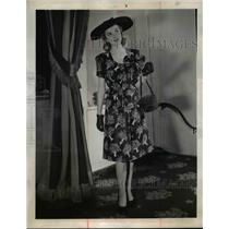 1944 Press Photo Woman wears afternoon dress of black balloon cloth  - nee92983