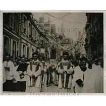 1927 Press Photo Holy Veil of Our Lady of Sorrows Procession in France
