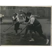 1923 Press Photo Temple University Girls field hockey team at first practice