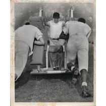 1950 Press Photo Cleveland Browns players working on blocking sled - net02620