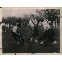 1921 Press Photo Wellesley freshmen and sophomores field hockey at field day