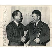 1948 Press Photo Wilbur Shaw gives Roy Sherman AAA Nat'l Midget Championship