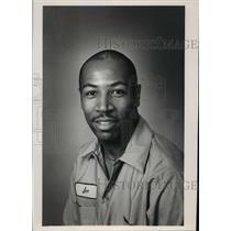 1988 Press Photo Joe E Adams, Journal Sentinel Inc employee - mja00569