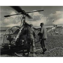 1954 Press Photo Maj. Gen Robert F. Sink, 44th chief enters the helicopter