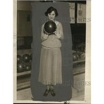1924 Press Photo Mildred Weber averaged 153 for 33 games of bowling - net02834