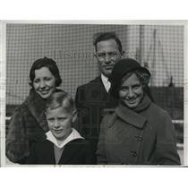 1933 Press Photo Charley Root pitcher of Cubs & family Mrs Root, Charles & Della