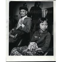 1975 Press Photo Vietnamese family arrived at Portland International Airport