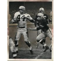 1954 Press Photo Action during a Cleveland Browns and Pittsburgh Steelers game
