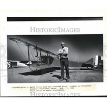 1983 Press Photo Wally Olson with restored plane JNH Jenny - ora99483