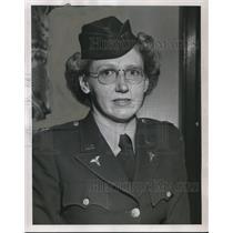 1952 Press Photo Capt. Elsie M.Lien, Helicopter Help in battle. - ora50388