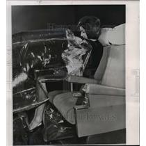 1964 Press Photo A giant plastic bag pinned Vivian Pyles, test in Baltimore
