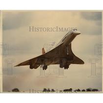 1976 Press Photo Concorde Jet plane taking off - mja07611