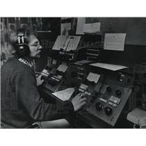 1976 Press Photo Mark Allen, newscaster for radio station WQFM - mja03159