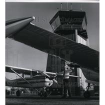 1968 Press Photo Ray Kleweno and Don Alastra manning airport control tower