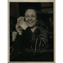 1934 Press Photo Miss Edna Jameson holds tickets - nee93911