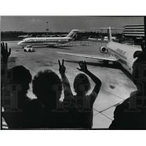 1981 Press Photo People waving t a plane in Spokane International Airport