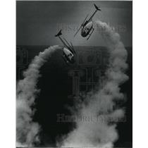 Press Photo Silver Eagles performing stunts for an air show - spa23429