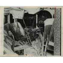 1948 Press Photo Greyhound Bus Crashed Into Concrete Apartment - nee96010