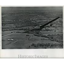 1970 Press Photo A sailplane and its pilot circle lazily in the skies