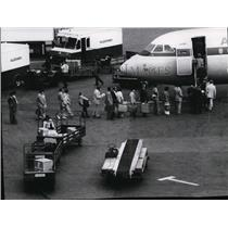 1974 Press Photo Passengers to board jetliner at New York's LaGuardia airport