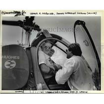 1984 Press Photo John Y. Lansing checks Thomas and Dorothy Lockwood - orb15799