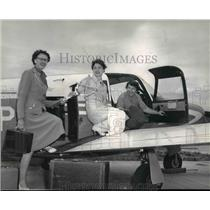 1959 Press Photo Mrs. C.E. Hagan flying her fellow Kappa Delta alumnae members