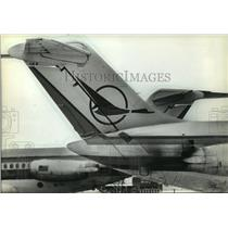 1982 Press Photo Republic is following a different flight pattern than Braniff