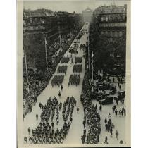 1927 Press Photo American League Parade passing down the Avenue De L'Opera
