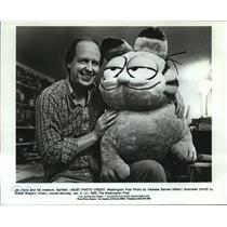 1983 Press Photo Jim Davis and his creature, Garfield  - mjx00500