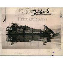 1922 Press Photo American potash-harvesting boat pulls potash from kelp