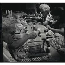 1989 Press Photo Players watched their cards at Our Lady Queen of Peace Church