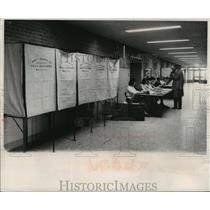 1959 Press Photo Low turnout at 95th Street School, 3707 N 94th polling place