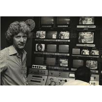 1979 Press Photo Peter Barnes in a Channel 12 control room - mja09856