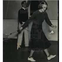 1937 Press Photo Mrs CR Kilham playing badminton - mja15157