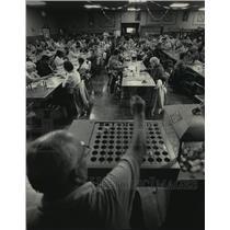 1983 Press Photo Carl Kucharski called out numbers during a Bingo game
