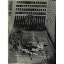 1977 Press Photo Five person were killed when a helicopter collapsed on New York