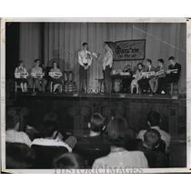1951 Press Photo Quiz 'em on the air  - mja17134