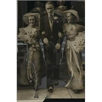 1925 Press Photo Robert Kasten escorting Isabel Mackie and Harriet Mackie