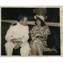 1943 Press Photo Miss Marilyn Kieckhefer is seen with Ensign Gordon Hardwick