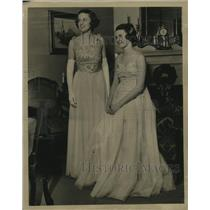 1937 Press Photo Debutantes Betty & Jane Leedom - mja18618