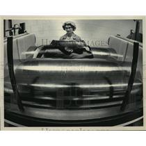 1983 Press Photo Lorraine Schutz of Versa Technologies Inc - mja11583