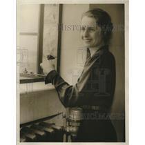 1931 Press Photo Miss Betty Sullivan releases bird thru open window of school