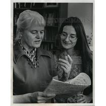 1972 Press Photo Miss Kathy Knoespel and Miss Margery Aber - mja02135
